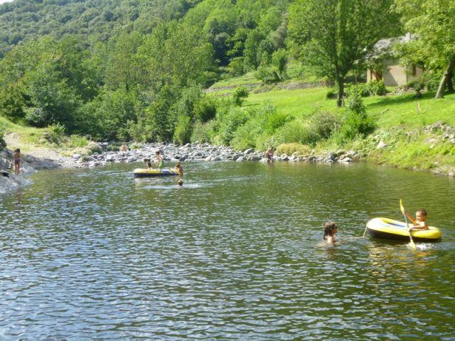 baignade en rivière plan d'eau du Mouretou à Valleraugue au pied de l' Aigoual