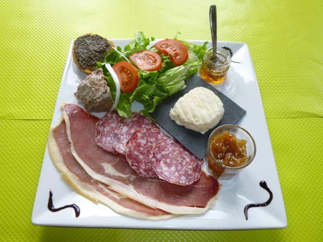 restaurant assiette de pays terroir Aigoual
